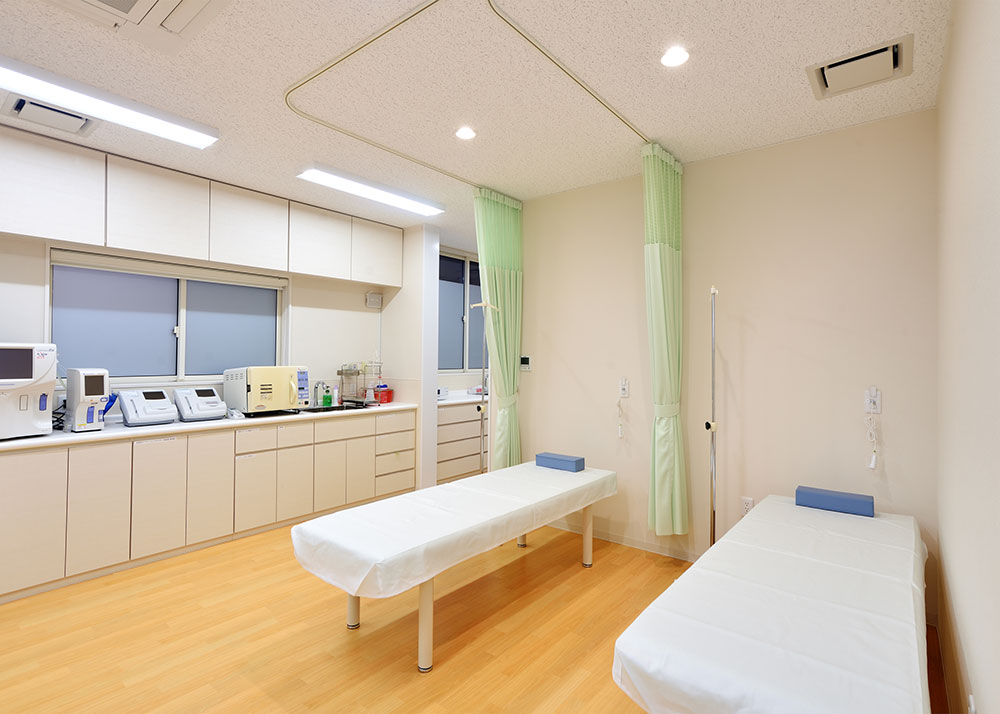 福井市坪川内科循環器科内科医院処置室